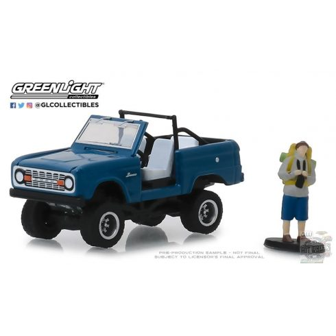 GREENLIGHT The Hobby Shop Series 6 1967 Ford Bronco 'Doors Removed' with Backpacker 1:64 - ELŐFOGLALÁS -